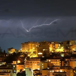 """Dopo una notte tranquilla è scattata alle 6 l'allerta meteo 'rossa': attese """"piogge intense e consistenti per tutta la giornata"""""""
