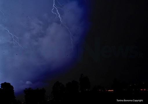 I fulmini di ieri sera nelle foto di Tonino Bonomo