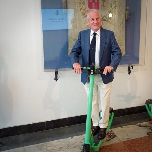 Imperia, monopattini elettrici: il sindaco Scajola firma ordinanza con le regole di sicurezza da seguire, da domani al via servizio in sharing