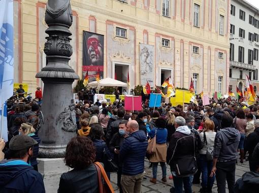 """Il personale sanitario ligure in piazza contro l'obbligo di vaccinazione. Loschi (CUB): """"No a ricatti"""""""