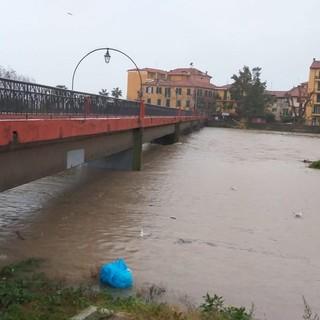 """A Ventimiglia sale il Roja, qualche allagamento ma situazione sotto controllo: """"Territorio continuamente monitorato"""" (Foto)"""