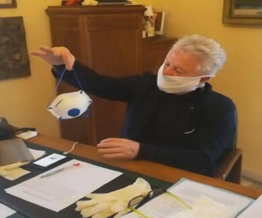 """Ventimiglia: duro attacco del Sindaco Scullino alla Protezione Civile nazionale """"Queste non sono mascherine ma carta straccia"""" (Video)"""