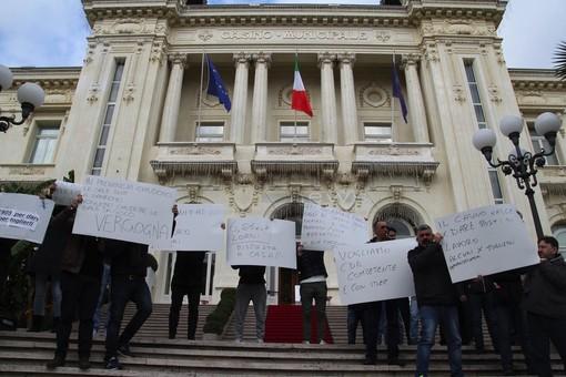 Le immagini della manifestazione davanti al casinò