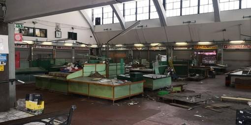 Sanremo: lavori al Mercato Annonario, uffici Inps e bar senz'acqua. Rischio sciopero dei dipendenti
