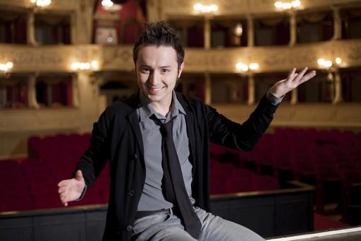 Matteo Macchioni è Don Giovanni nello spettacolo d'operetta a Villa Scarsella di Diano Marina