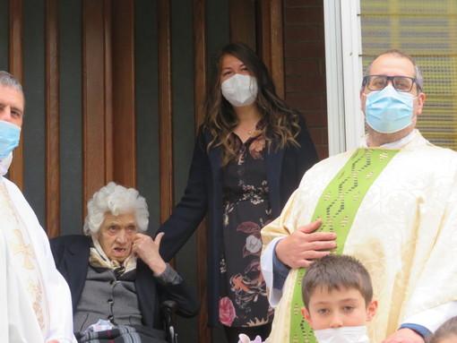 Pontedassio: a Villa Viani festeggiata la centenaria Maria Vincenza Barbato da parenti, amici, concittadini ed ex alunni (foto)