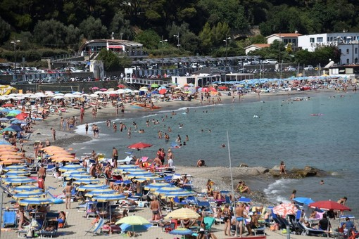 Sanremo: ecco le linee guida del Comune per le spiagge, vietate tutte le attività che possano creare assembramento