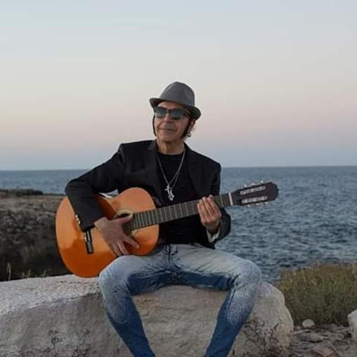 """Sanremo: """"Mister Pipoli"""", in attesa di partecipare come finalista alla gara di Casa Sanremo a febbraio, vola a Minneapolis negli Stati Uniti per incontrarsi con il musicista di fama internazionale Mike Thompson"""