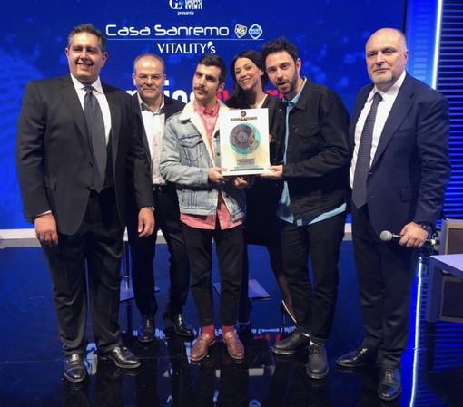 A Daniele Silvestri il premio della critica realizzato da Affidato: si chiude la settimana sanremese del Maestro orafo