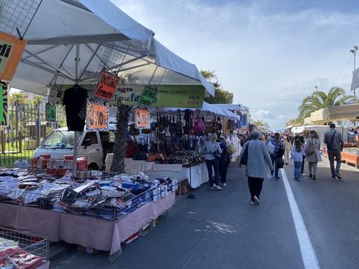 Le immagini dal mercato di Ventimiglia