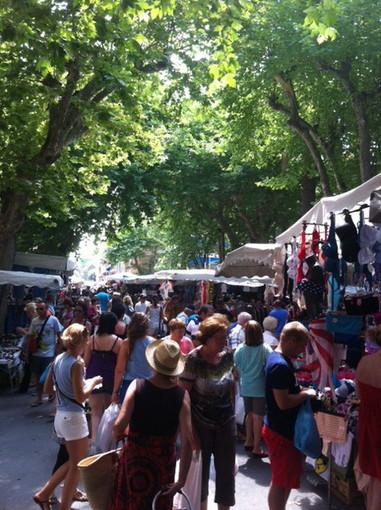 Ventimiglia: il mercato del venerdì cambia giorno e si sposta la domenica, ma è un esperimento di recupero