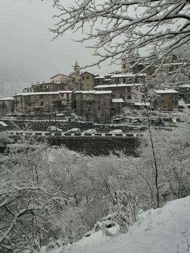 Triora: nevicata anche nella frazione di Creppo, le fotografie della nostra lettrice Arianna