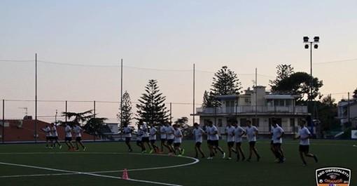 Calcio, Eccellenza. Ospedaletti-Cairese 1-2: amara la prima orange, gioiscono i gialloblu