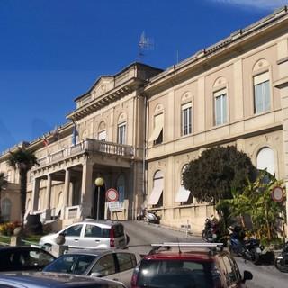 Sanremo: 60enne tenta di uscire dal reparto di Covid-19 dell'ospedale, scatta l'allarme ma poi rientra da solo