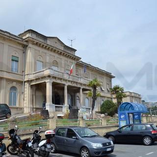 All'ospedale di Sanremo anche i malati di Covid provenienti da Genova: i primi tre sono già arrivati, domani Conferenza dei Sindaci