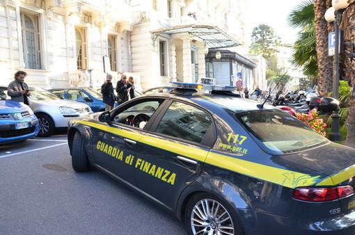 Sanremo: un vero e proprio sistema quello messo in piedi dai dipendenti del Comune, Procura e Guardia di Finanza presentano l'operazione