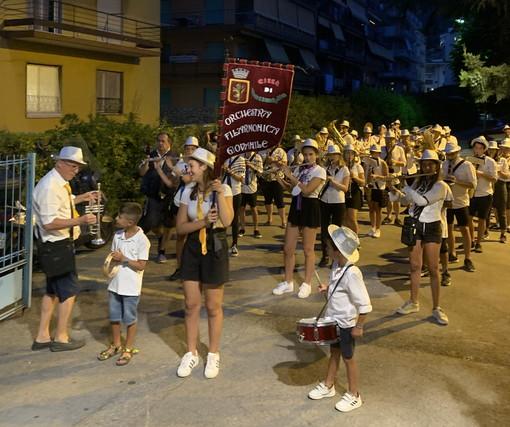 Ventimiglia: ieri sera primo concertino itinerante in città per l'Orchestra Filarmonica Giovanile (Foto)