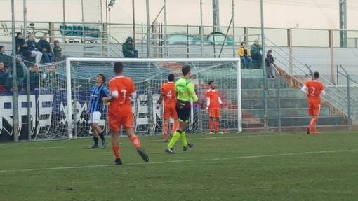 Calcio, Eccellenza. Il derby ponentino Ospedaletti-Pietra Ligure si disputerà al 'M. Polo' di Andora