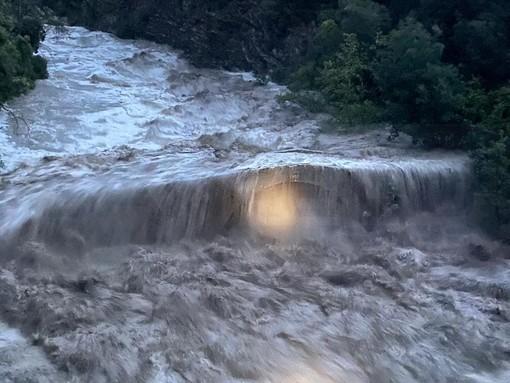 Ventimiglia: inizia ad ingrossarsi il Roya, aperta la diga di Casterino e fiume sopra il livello di guardia ad Airole (Foto e Video)