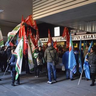 Genova: lavoratori in Regione per chiedere un passo indietro sul bando della ristorazione ospedaliera (Foto e Video)