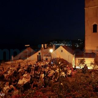 Cervo: ieri sera grande pubblico sul Sagrato dei Corallini per il vincitore del 'Premio Strega' Sandro Veronesi (Foto e Video)