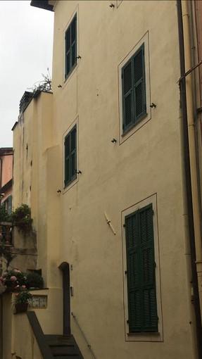 Bordighera: cade un pilastro portante, evacuazione di due famiglie in una palazzina di via Dritta nella città alta