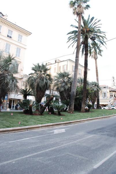Sanremo: lite in mezzo alla strada in corso Mombello, le ...