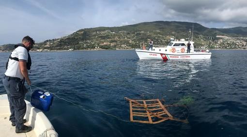 Ospedaletti: pesca illegale con i 'Cannizzi', la Guardia Costiera sequestra 10 impianti (Foto)