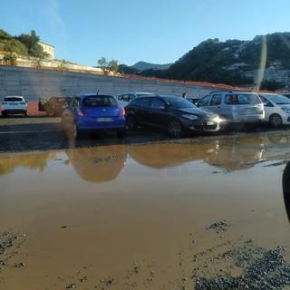 """Vallecrosia: parcheggio delle scuole allagato, duro attacco del consigliere Perri """"Situazione inaccettabile"""""""