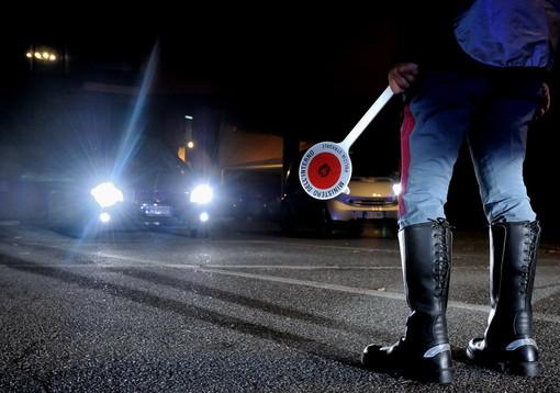 Sanremo: al telefono alla guida e con un tasso di alcol superiore di ben 5 volte al limite consentito