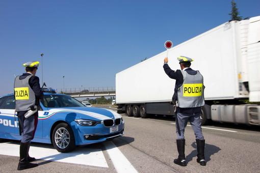 In Provincia di Imperia nel 2020 reati in calo del 50%, controllate 23 mila persone e oltre 21 mila veicoli: ecco il bilancio della Polizia Stradale