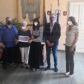 La studentessa sanremese Letizia Semeria premiata dal Sindaco per il lavoro 'Sanremo: una città, un mondo'