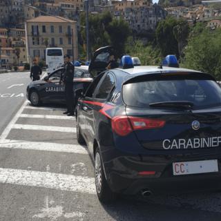 Imperia: rubano in una spiaggia libera del Prino, due giovani fermati dai Carabinieri