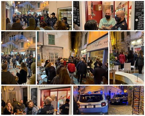 Sanremo: prima l'annuncio sui social poi la mancata chiusura alle 18, serata di protesta in via Corradi (Foto e Video)