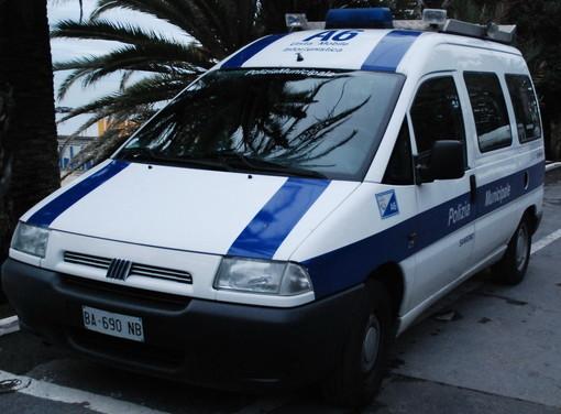 Sanremo: litiga con la madre e minaccia di togliersi la vita, la Polizia Locale lo salva