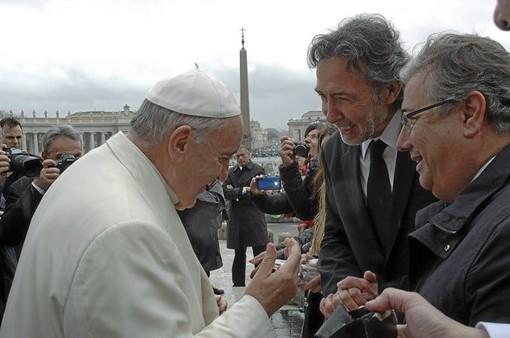 Papa Francesco con José Manuel Núñez De La Fuente ed il sindaco di Siviglia Juan Ignacio Zoido