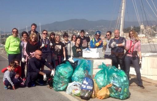 Dalla Svezia a Sanremo: domenica scorsa il 'Plogging' sul porto vecchio, raccolti 60 Kg di 'rumenta' in mare