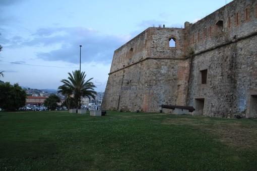 Proiezione luminosa sul Forte di Santa Tecla in occasione della performance dell'artista Marco Nereo Rotelli