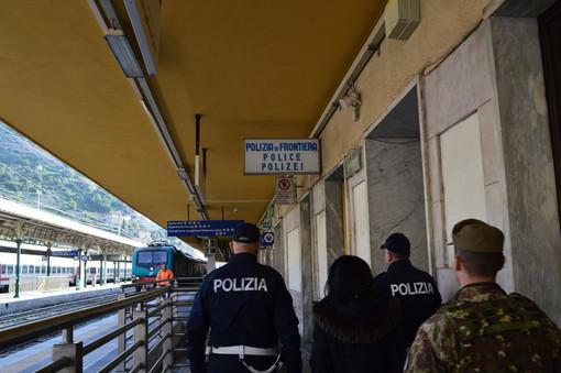 Savona: 45enne di Imperia senza biglietto si rifiuta anche di indossare la mascherina sul treno, denunciato