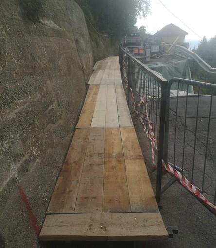 Sanremo: allestita a tempo di record la passerella per il 'camminamento' di strada Valloni Tasciaire (Foto)