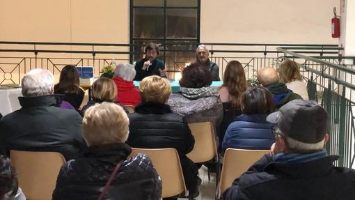 Bordighera: Mercato Coperto 'esaurito' per la presentazione del libro di Renato Frezza (Foto)