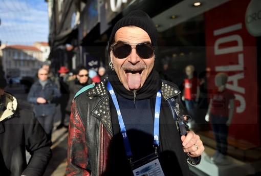 #Sanremo2020: con la 'linguaccia' di Piero Pelù sono partite le prove all'Ariston, attesa per Junior Cally (Foto)
