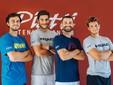 Alcuni membri dello staff del Piatti Tennis Center in posa con le t-shirt Head, nuovo partner del centro di Bordighera