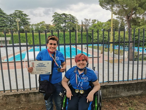 Le atlete della Polisportiva IntegrAbili di Sanremo ai Campionati Italiani Giovanili di nuoto paralimpico FINP e FISDIR
