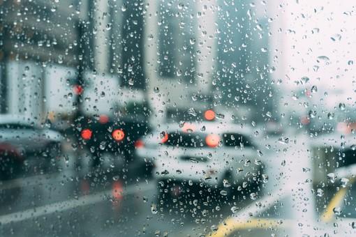 Domani tornano le piogge, rovesci e qualche temporale sul centroponente