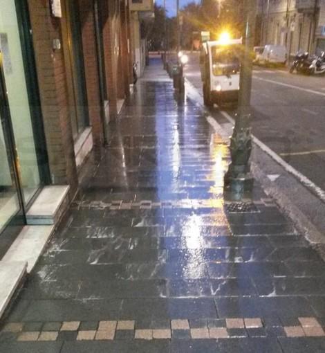 Sanremo: pulizia dei marciapiedi, un lavoro continuo di Amaie Energia sul territorio comunale (Foto)