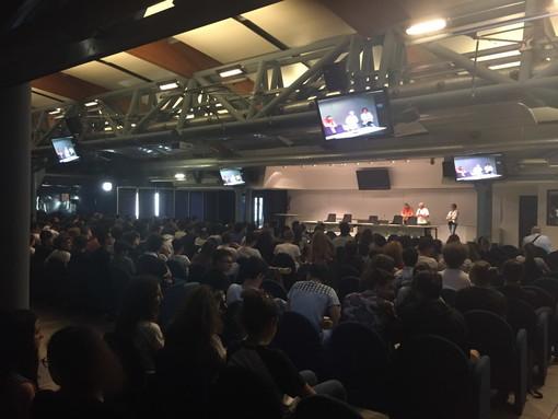 Sanremo: grande attenzione degli studenti ieri al Palafiori per la proiezione del docufilm 'Meno 100 Kg'