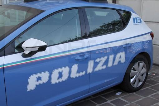 Ventimiglia: distrugge per 'vendetta' un pezzo di marciapiede in via Roma, denunciato dalla Polizia