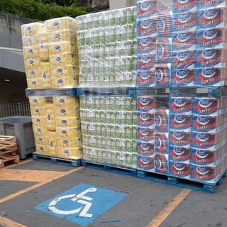 Ventimiglia: parcheggio per portatori di handicap occupato dalla merce, la protesta degli 'Amici dei Disabili' (Foto)