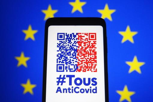 Il 9 giugno in Francia debutterà il 'Pass Sanitario' digitale e cartaceo: a cosa serve, come si ottiene